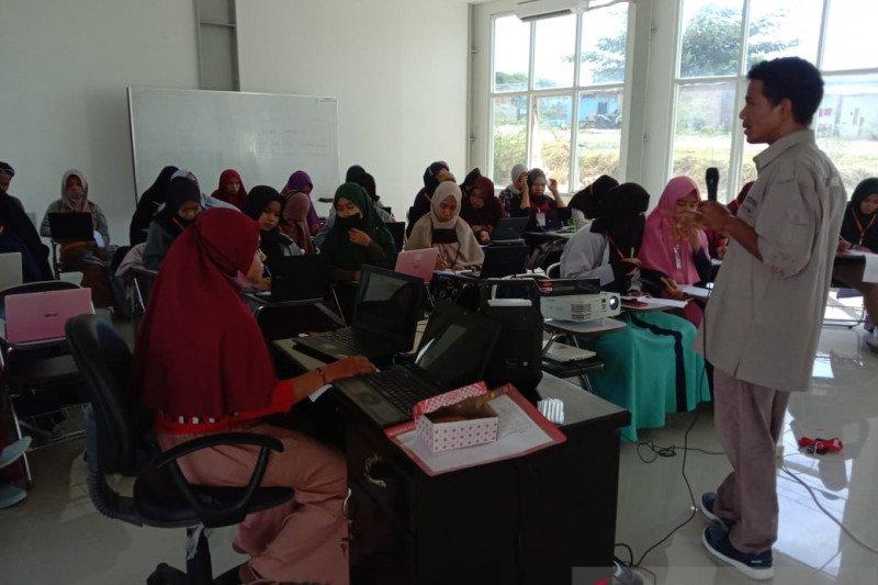 IAIN Palu  latih mahasiswa program bidikmisi tulis berita