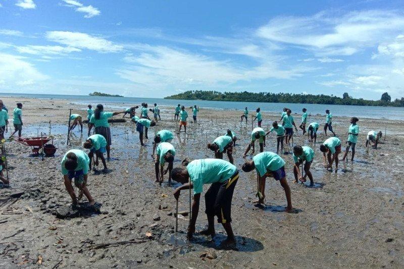 Cegah erosi dan abrasi, Pertamina RU VII dan mitra tanam 5.000 pohon bakau