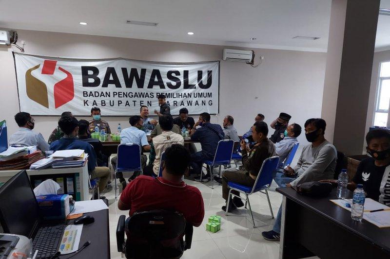 Bawaslu Kabupaten Karawang awasi penyortiran dan pelipatan surat suara