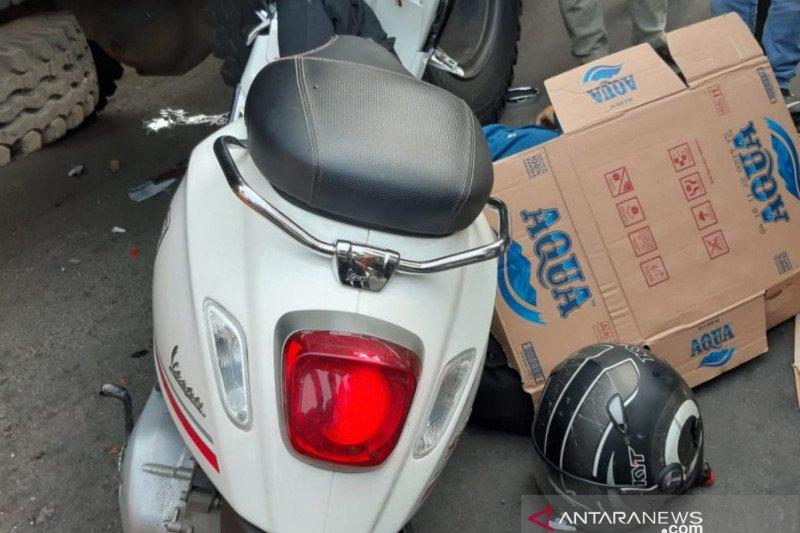 Seorang  jurnalis Metro TV tewas akibat menabrak truk sampah di Cakung