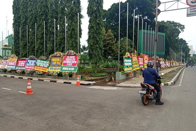 Ini isi ucapan dari ratusan karangan bunga untuk Pangdam hiasi Makodam Jaya