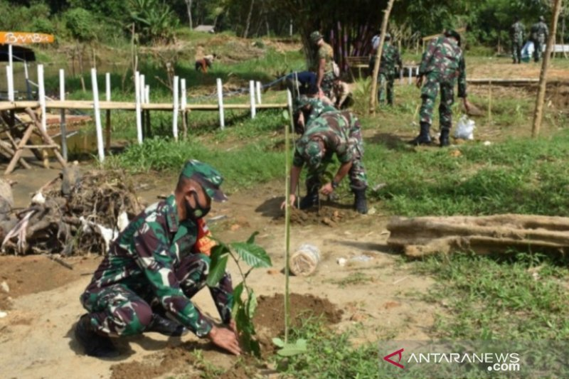 Military planting 200 trees at HST