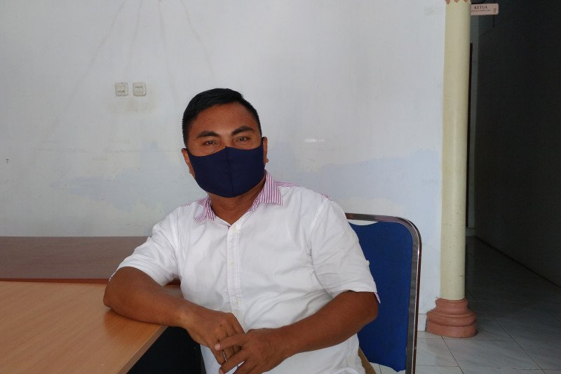 Ketua Bawaslu Sitaro Malumbot ingatkan pengawas TPS untuk netral