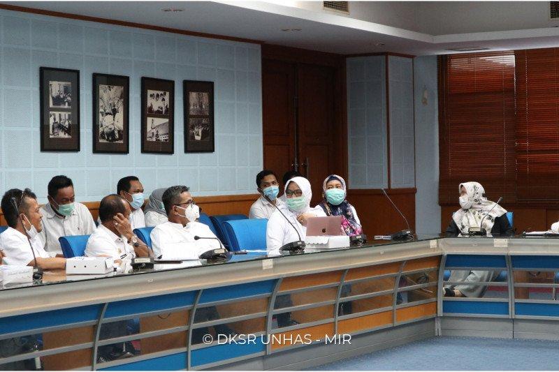 Unhas-Pemkab Barru bahas buka vokasi teknologi pakan ternak dan wisata bahari