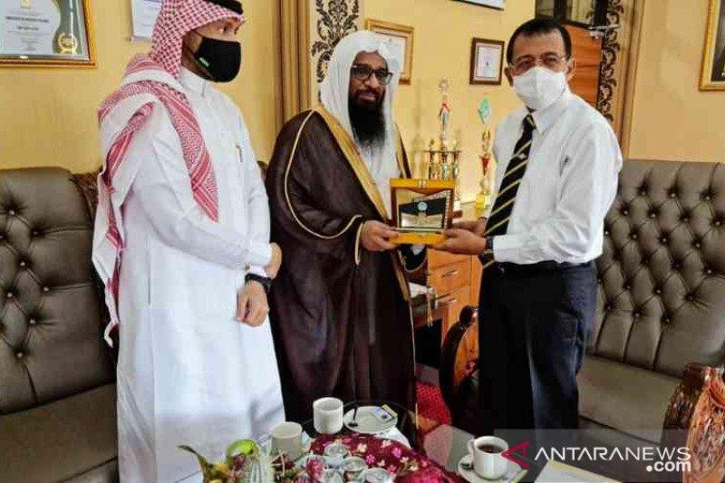 Rektor UNP terima kunjungan atase keagamaan Arab Saudi