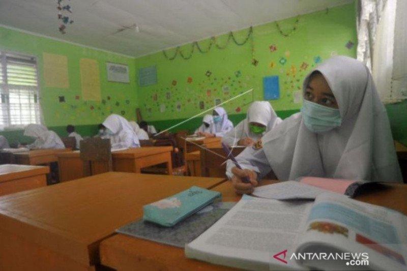 Pro Kontra Sekolah Dibuka Kembali Pada  Januari 2021