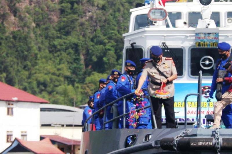 Dir Polairud Polda Papua pimpin tabur bunga dilaut