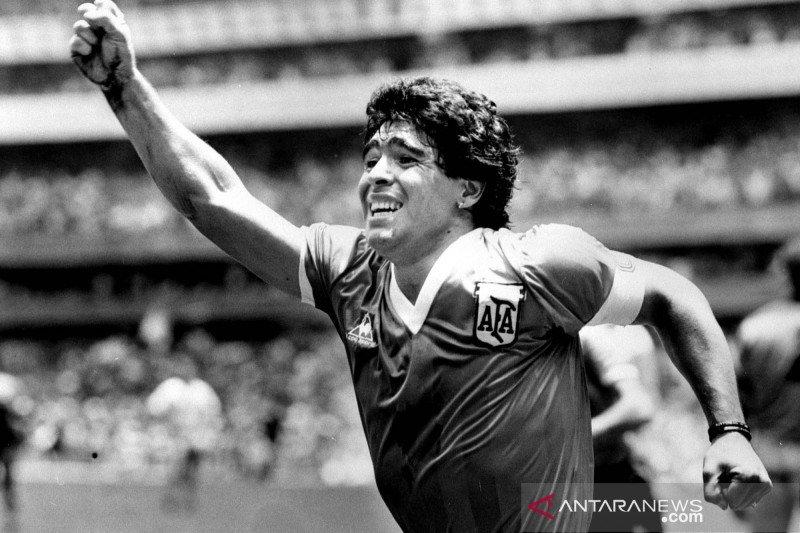 """Pemilik jersey """"Gol Tangan Tuhan"""" Diego Maradona sibuk tolak tawaran"""
