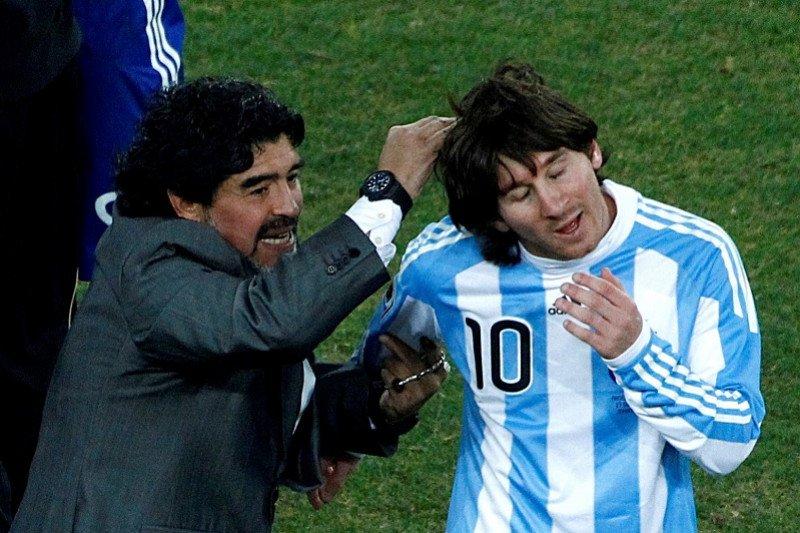 Lionel Messi meniru gol dan keterampilan Maradona, tapi bukan gaya hidupnya