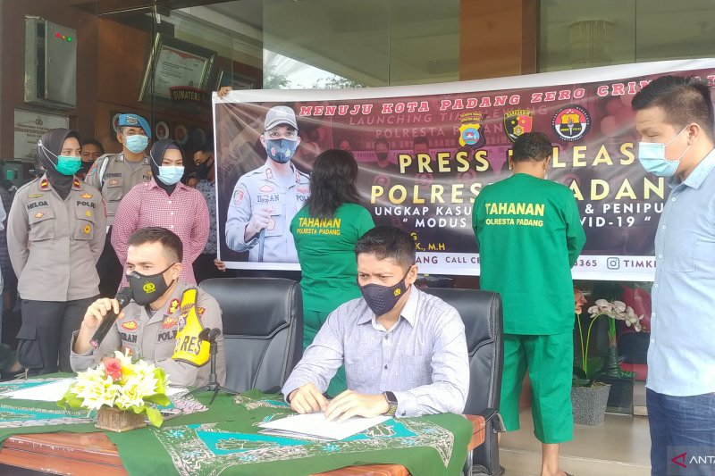 Polisi ringkus dua pelaku penipuan bermodus tim Satgas COVID-19 beroperasi di 23 lokasi  di Padang