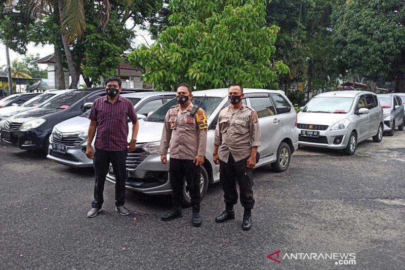 Polisi mengungkap kasus penggelapan sembilan mobil rental