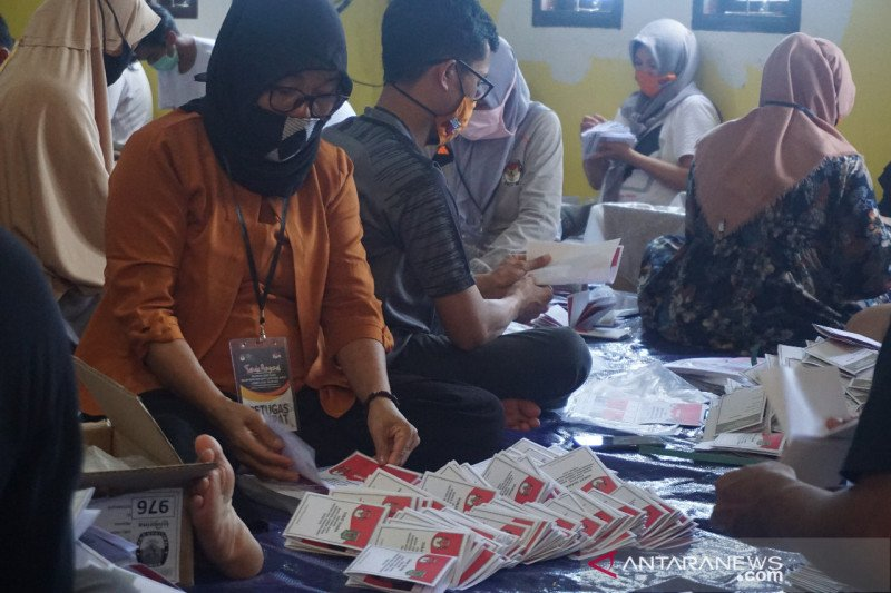 KPU Lombok Utara temukan 897 surat suara rusak