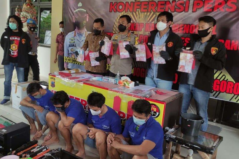 Empat pembuat dan pengedar uang palsu di Semarang ditangkap