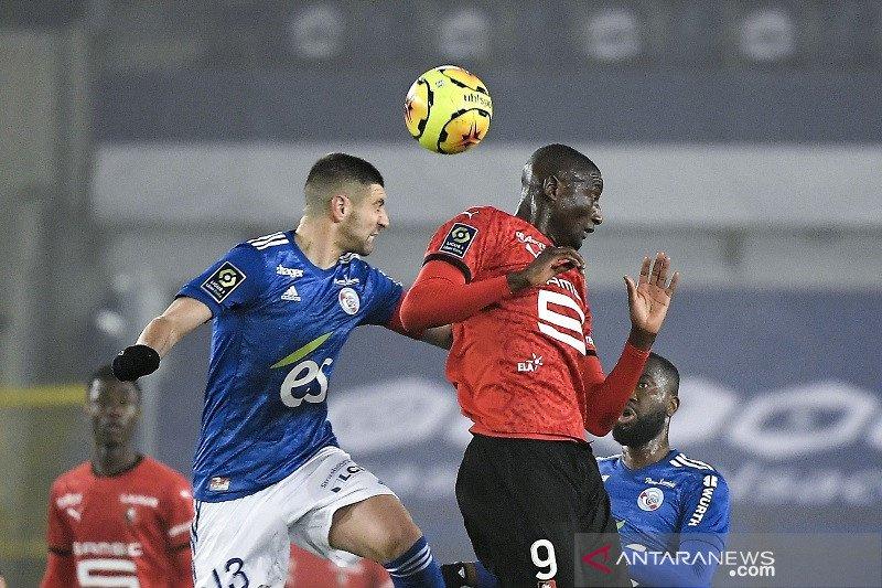 Rennes bermain lawan 10 pemain Strasbourg