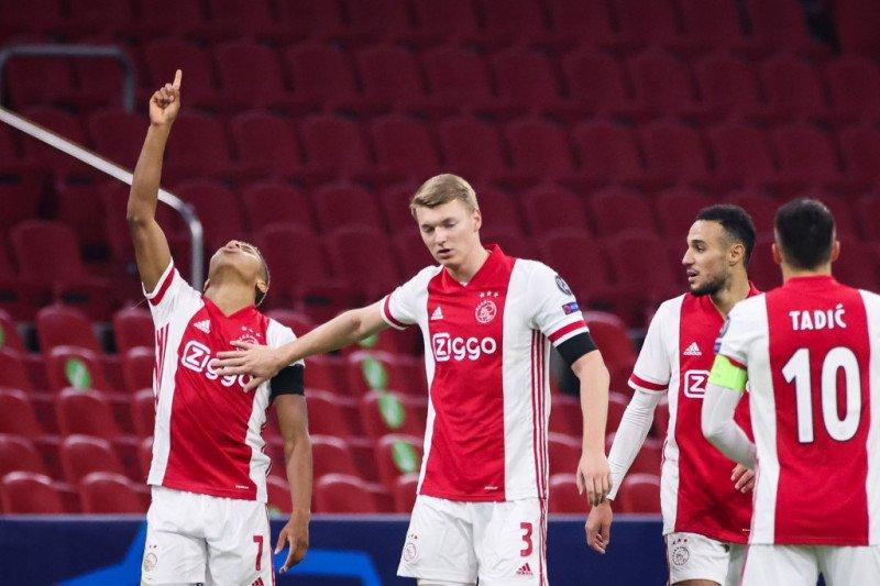 Bantai Emmen 5-0, Ajax makin kokoh di puncak klasemen
