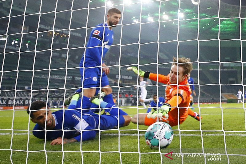 Gladbach membekuk Schalke 4-1