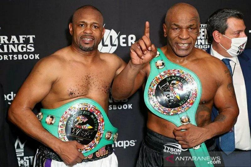 Duel Tyson vs Roy Jones berakhir imbang