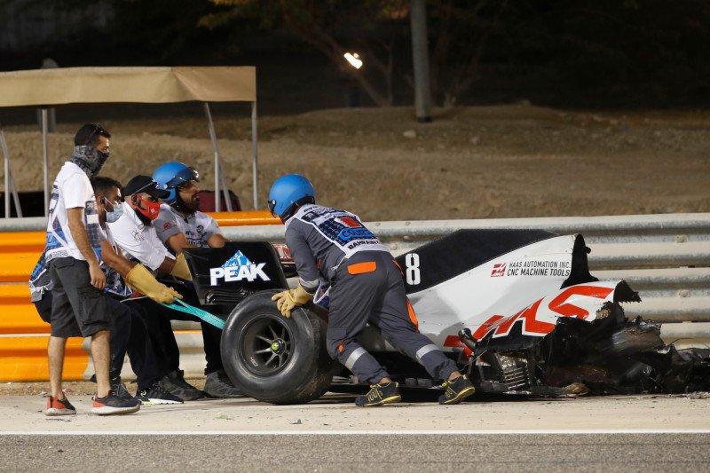 Romain Grosjean lolos dari kecelakaan maut di lap pembuka Grand Prix Bahrain