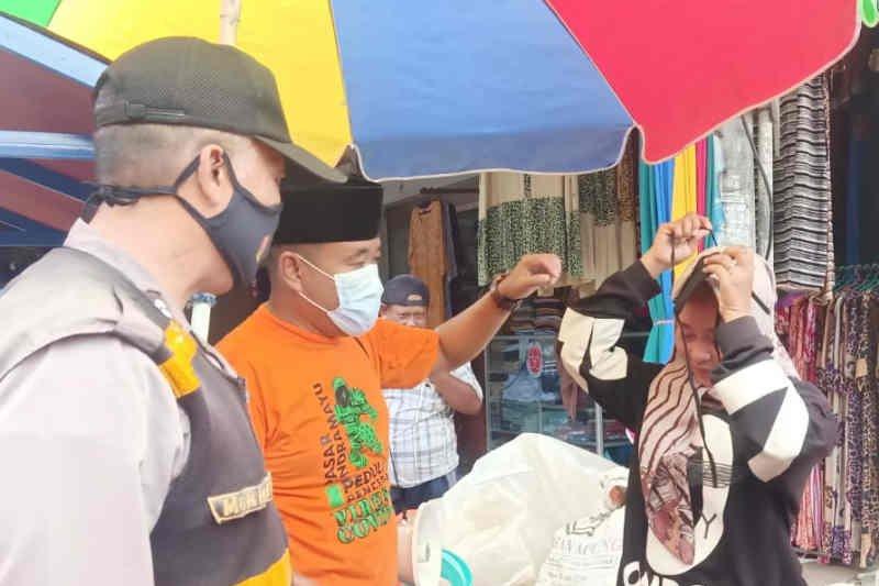 Kasus COVID-19 meningkat, pasar rakyat Indramayu perketat prokes