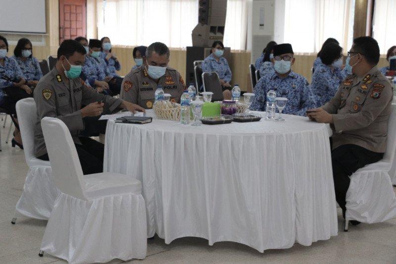 PNS Polda Sulawesi Utara Peringati HUT ke-49 Korpri