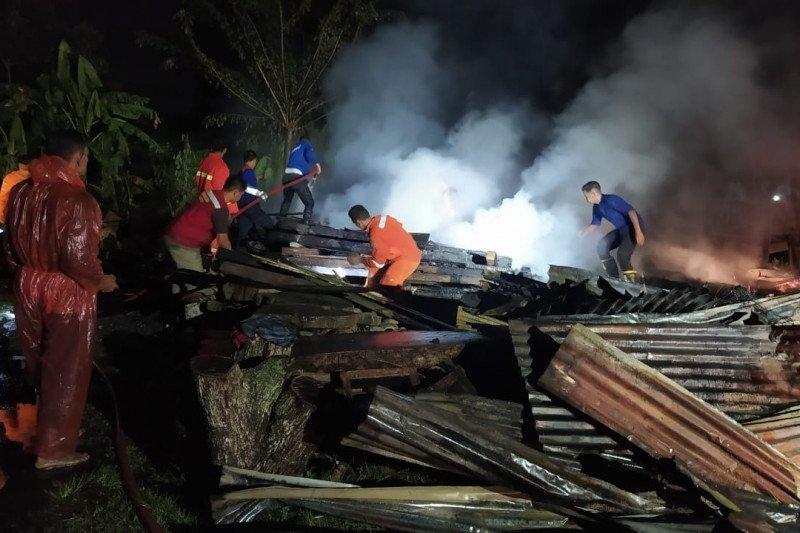 Rumah terbakar dua orang meninggal