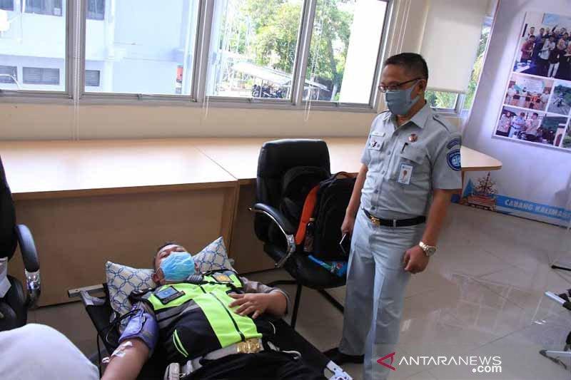 Jasa Raharja Kalteng gelar tes cepat COVID-19 dan donor darah