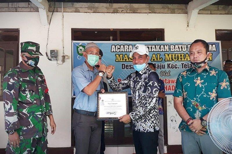 Bupati Kotim beri penghargaan peduli pendidikan kepada PT Sukajadi Sawit Mekar
