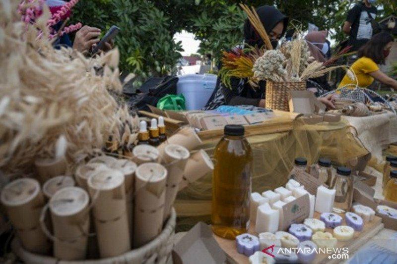 Bazar produk kerajinan lokal ramah lingkungan
