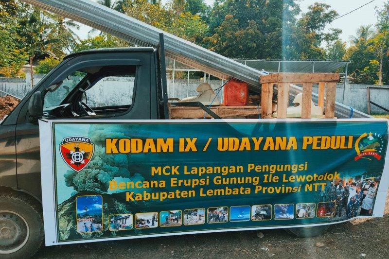 Pangdam IX/Udayana bantu MCK pengungsi erupsi Gunung Ili Lewotolok