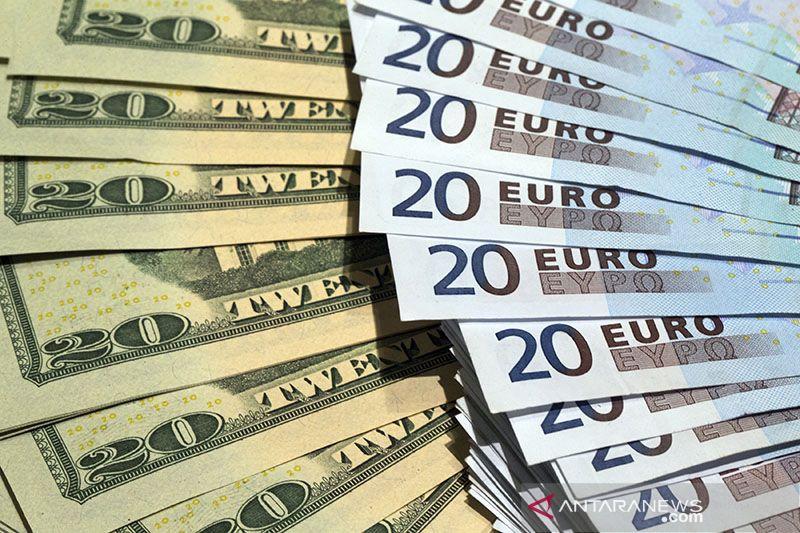 Dolar AS melemah  setelah Fed pertahankan suku bunga mendekati nol