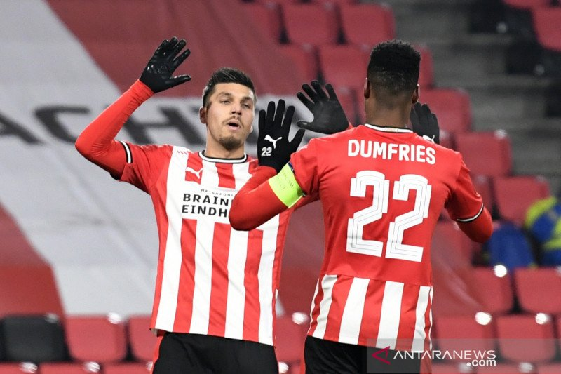 PSV Eindhoven membekuk AC Omonia 4-0