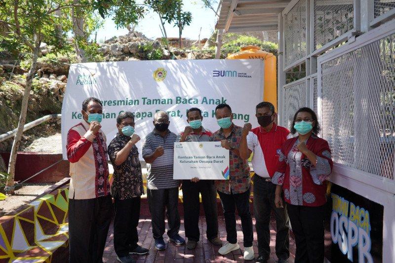 PLN NTT salurkan bantuan taman baca untuk warga pesisir Kupang