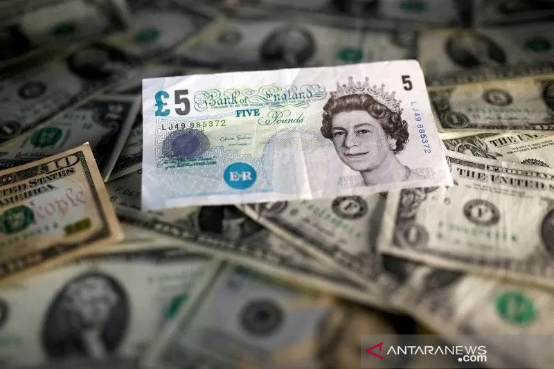 Kurs Dolar AS menguat karena investor menghindari mata uang berisiko