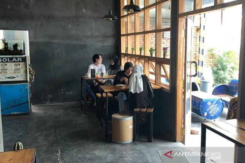 Kepatuhan pengunjung kafe terapkan prokes minim, Bupati Cianjur siap tindak tegas pelanggaran