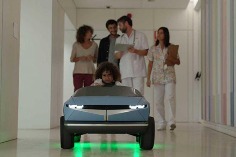 Mobil listrik mini produk Hyundai untuk pasien anak
