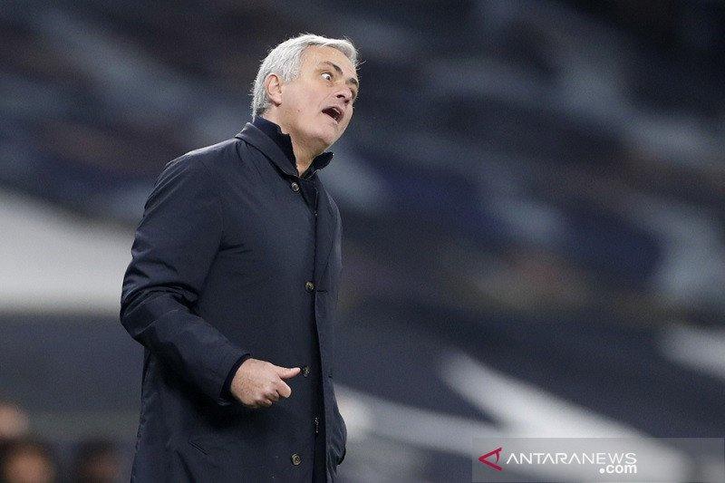 Pelatih Mourinho tak mau dipusingkan soal statistik penguasaan bola