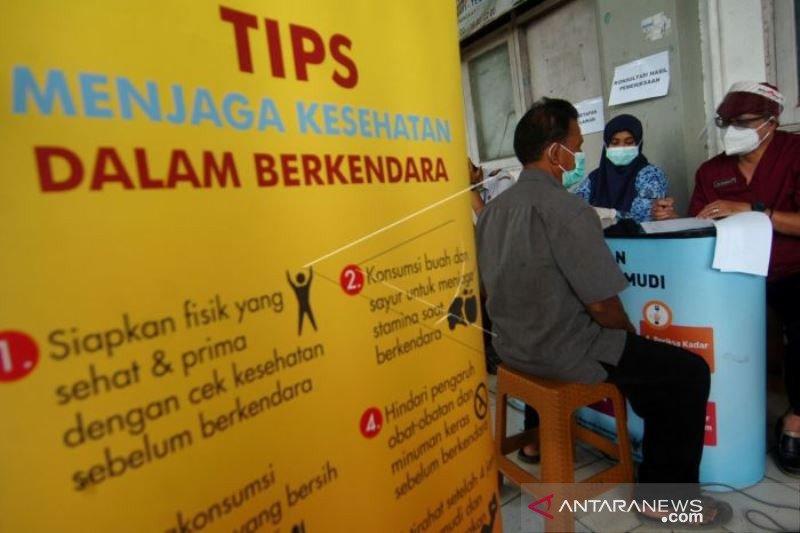 Tes Kesehatan Dan Tes Usap Supir Bus