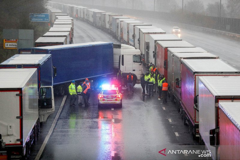 Inggris kekurangan tenaga sopir truk, visa sementara belum beri solusi