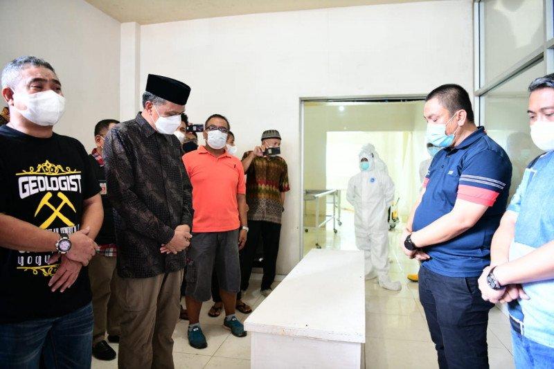 Gubernur Sulsel lepas jenazah Thoriq Husler untuk dimakamkan di Luwu Timur