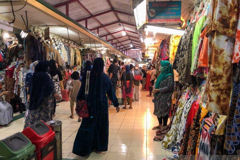 Pedagang Pasar Beringharjo harapkan raup untung libur akhir tahun