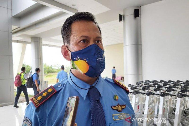Sehari jelang Lebaran lima orang penumpang berangkat dari Bandara Tjilik Riwut