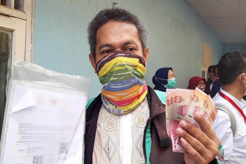 Presiden Jokowi melarang dana bansos digunakan untuk beli rokok