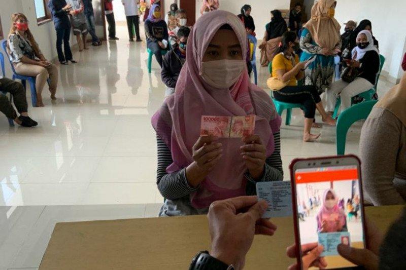 Satgas: Mayoritas warga Jabar berharap uang tunai pada bansos 2021