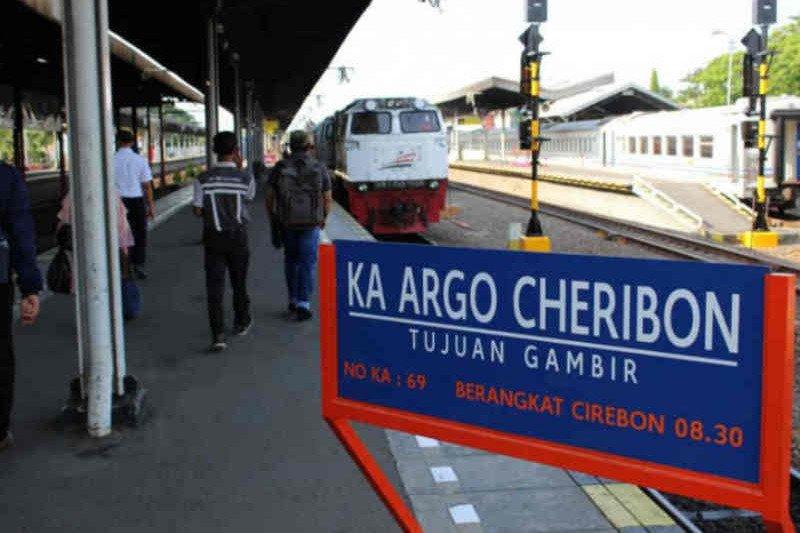 KAI Cirebon operasikan dua KA Argo Cheribon pada puncak arus balik