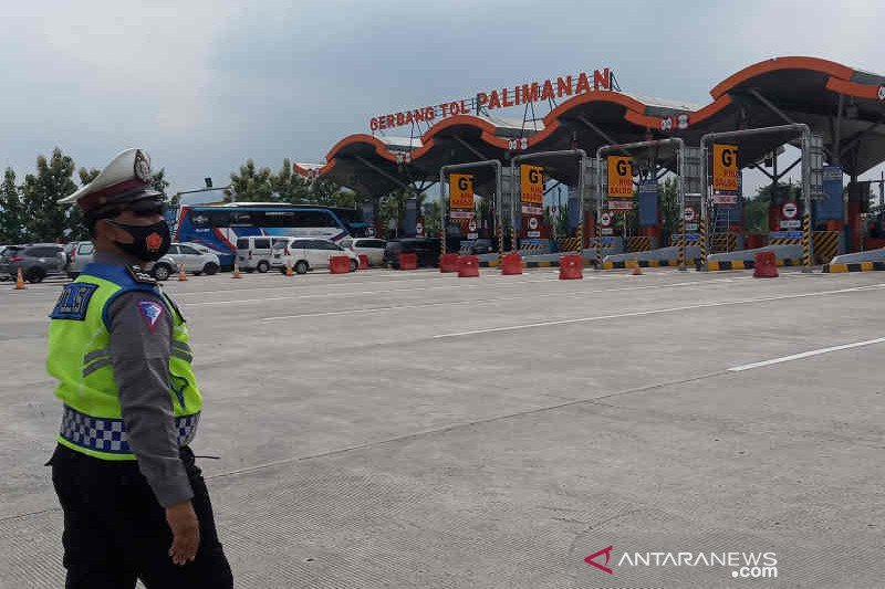 Arus balik libur tahun baru di Cirebon terjadi pada Minggu