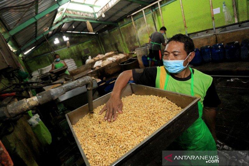 Disdagin minta importir kedelai prioritaskan pasokan ke Kota Bandung