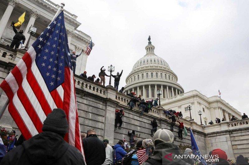 Anggota organisasi neo fasis AS ditangkap karena merusak Gedung Kongres