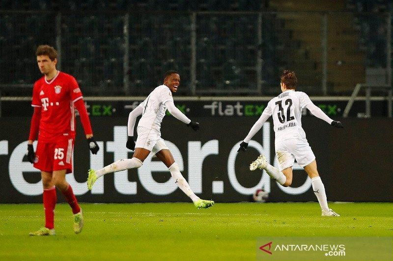 Bayern membuang keunggulan dua gol ketika tersungkur di markas Gladbach