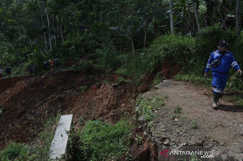 Bencana Longsor Melanda Lima Kecamatan Di Garut Antara News
