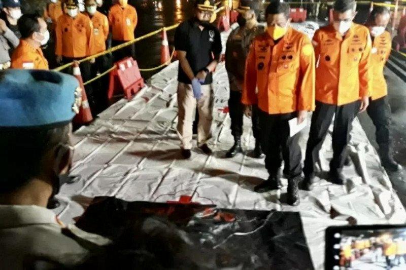 DVI Polri  terima serpihan diduga Sriwijaya Air SJ 182